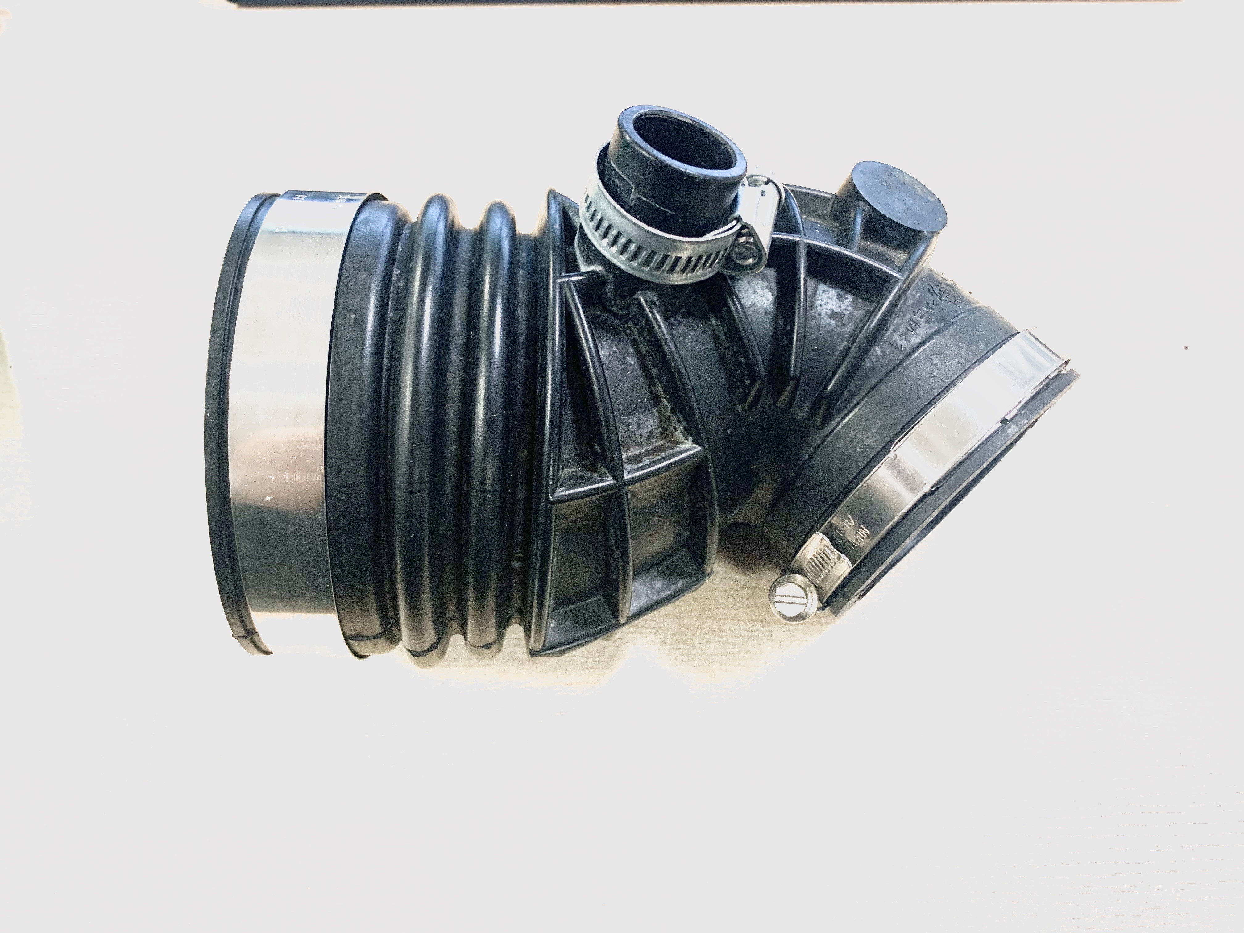 TP4U - RECYCLED NEW DAF RUBBER AIR INTAKE ENGINE DIE CAST HOSE FOR LF EURO 6 PX5