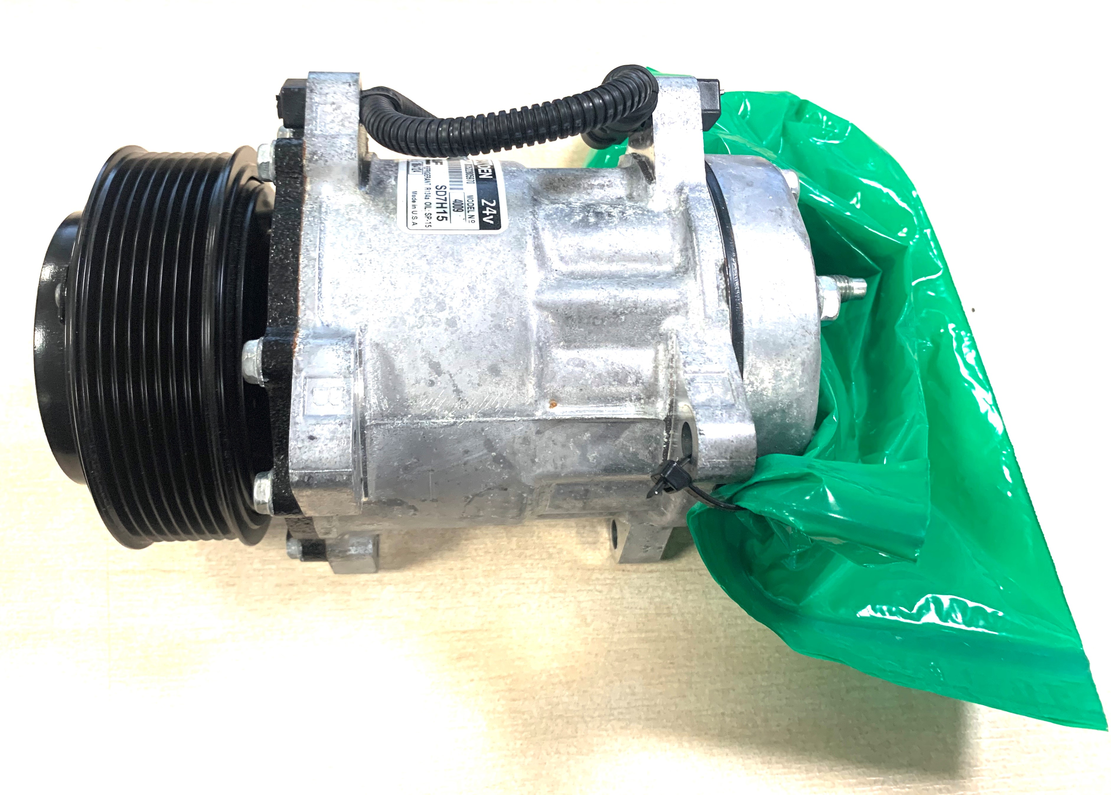 TP4U - RECYCLED NEW DAF AIR CONDITIONING COMPRESSOR FOR LF EURO 6 PX5